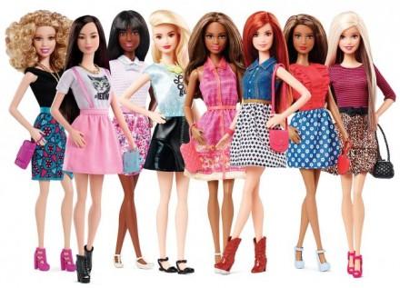 Barbie compie 60 anni, ispirazione illimitata per bambine e stilisti