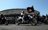 Roma travolta da un fiume di Harley-Davidson: anche il Papa subisce il fascino dei bikers